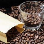 インスタントコーヒーの保存は、冷蔵庫やフタに付いた紙が重要!