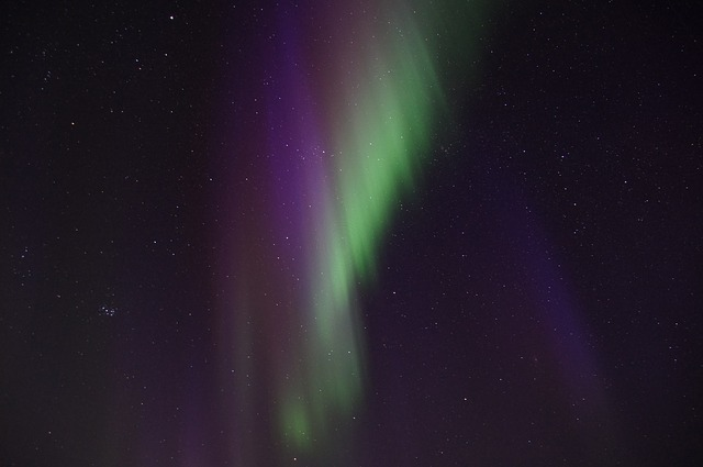 4-5 northern-lights-225449_640