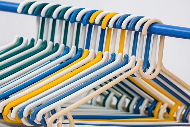 4-4. clothes-hangers-582212_640