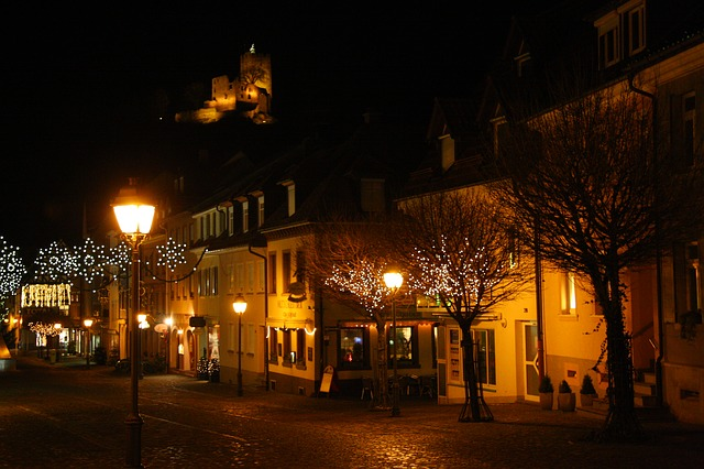 7-6. waldkirch-of-city-at-night-230711_640