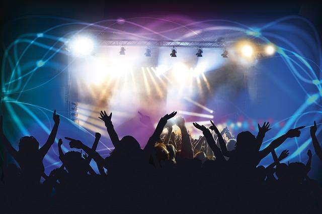 1. live-concert-388160_640