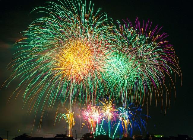 2-0. fireworks-180553_640