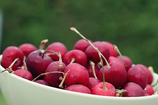 cherries-916385_1920